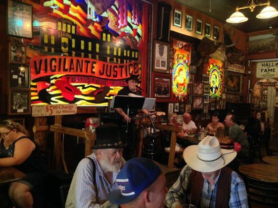 Big Nose Kates Saloon: Live country music of good quality