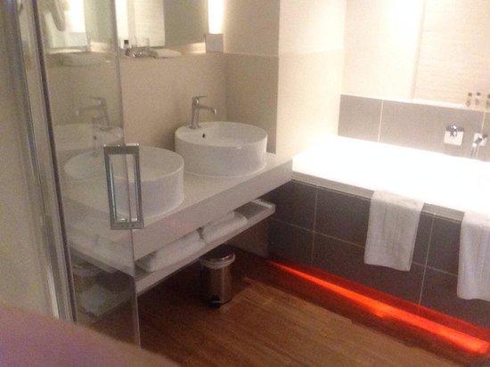Sands Hotel: Bath