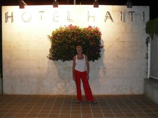 Hotel Haiti: mum outside hotel