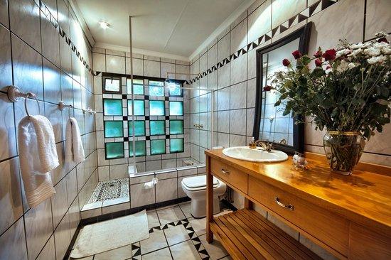 The Rabbit Hole Hotel: En-Suite Bathroom