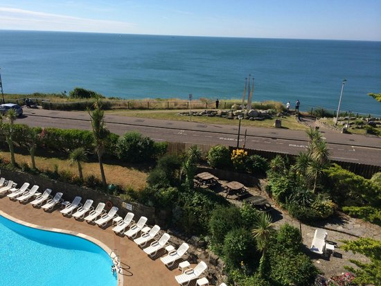 Hallmark Hotel Bournemouth Carlton : view of pool and sea from balcony