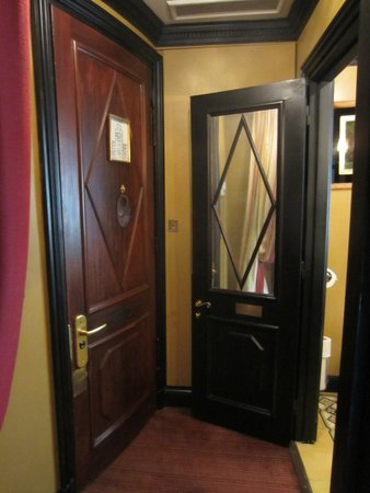 L'Hotel: A small entry hall