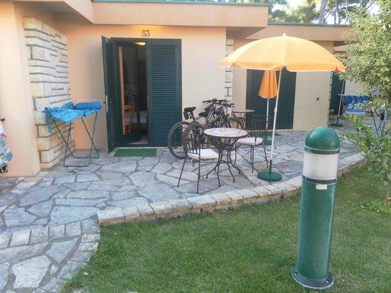 Mediterranean Village San Antonio: terrazza bungalow