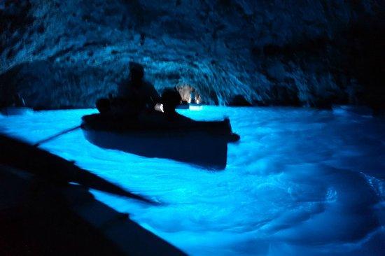 Blaue Grotte (Grotta Azzurra): 洞窟内部の様子