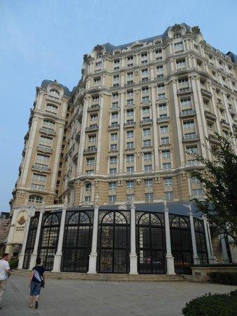 Legendale Hotel Beijing : The street View