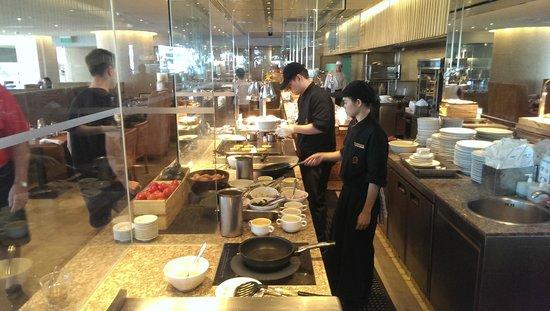 Shangri-La Hotel,Bangkok : Breakfast area