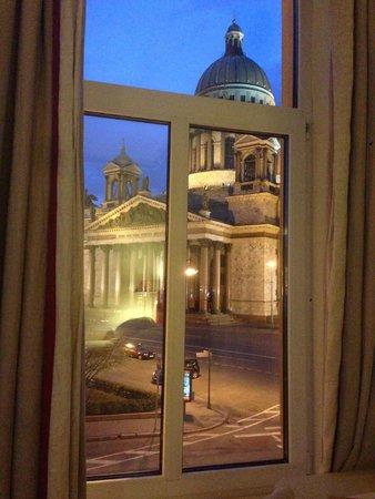Angleterre Hotel: вид из номера на Исакиевский собор