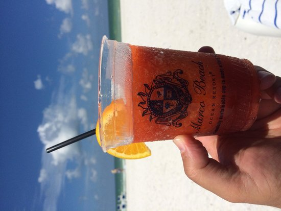 Marco Beach Ocean Resort : Happiness on the beach