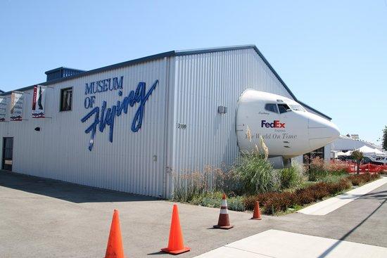 Museum of Flying: 犬みたいな機首だけのボーイング727