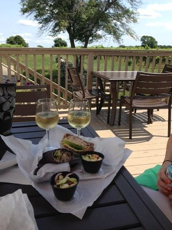 Jonathan Edwards Winery: Lunch with a view!