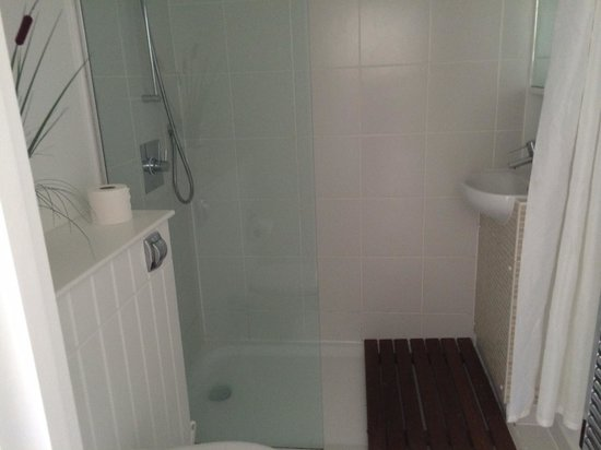 The West Bay Country Club & Spa: Bathroom (Shower room) inside Plimouth 4