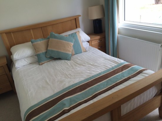 The West Bay Country Club & Spa: Master bedroom in Plimouth 4