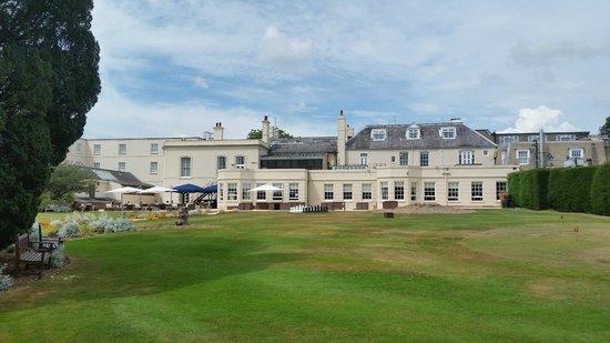 Hilton Avisford Park: Beautiful exterior of hotel