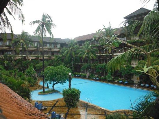 Sari Segara Resort Villas & Spa: 広いプール