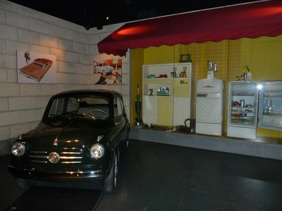 Museo Nazionale dell'Automobile : Fiat 600 (60's Italian dream)