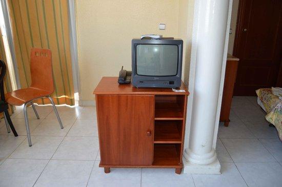 Hotel Magic Fenicia: PEQUEÑO TELEVISOR