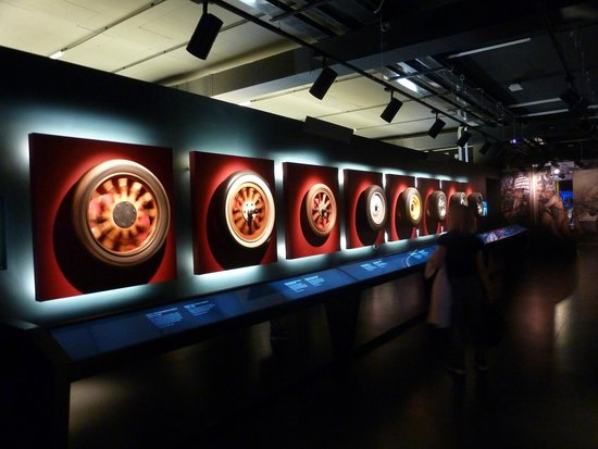 Museo Nazionale dell'Automobile : wheels history and evolution