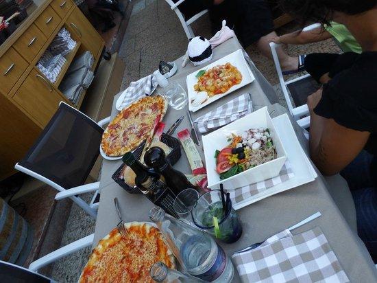 Ristorante Pizzeria Modi : nostro tavolo