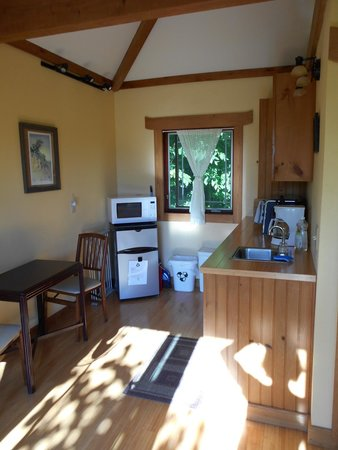 Sheady Acres Rental Cottages : the kitchen