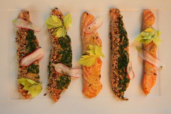 BRASSERIE LE 18-36 : Saumon mariné, vinaigrette exotique, graines de sésame