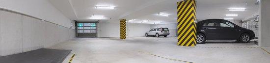 Hotel Dux: Parking basement