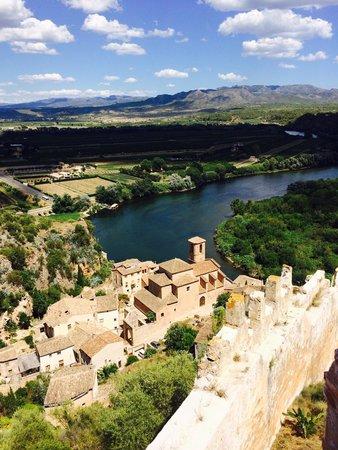 Moli de Xim: Vista de Miravet desde el castillo