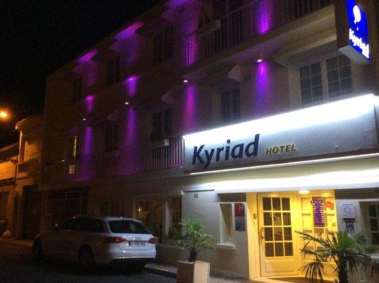 Kyriad Saumur Centre: Façade de l'hôtel