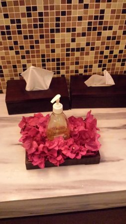 Hideaway of Nungwi Resort & Spa: Why not a wooden soap dispenser?! When paying 500$ the night!