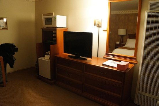 456 Embarcadero Inn & Suites: room