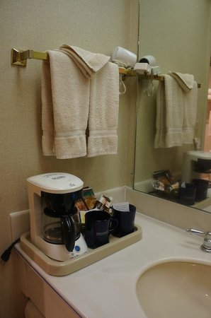 456 Embarcadero Inn & Suites: bathroom