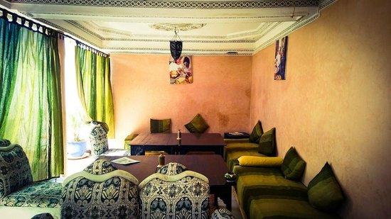 Riad Maissoun : Верхняя терраса, столовая