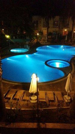 Mandarin Resort: Piscine de nuit