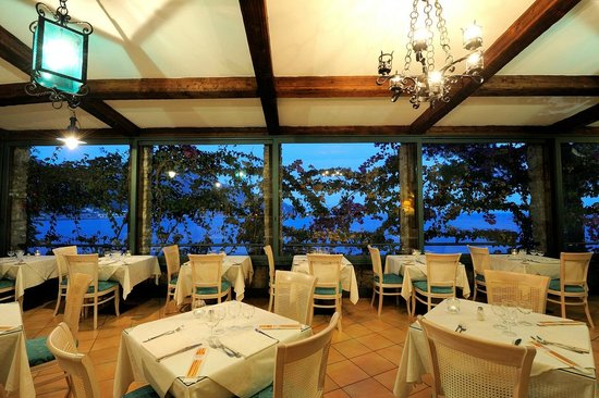 Villa San Michele : Our restaurant by night