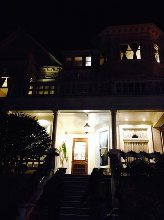 The Sterling Hotel Sacramento : Night exterior