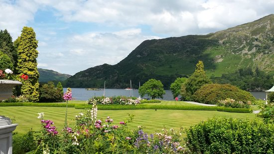 Inn on the Lake: exterior view