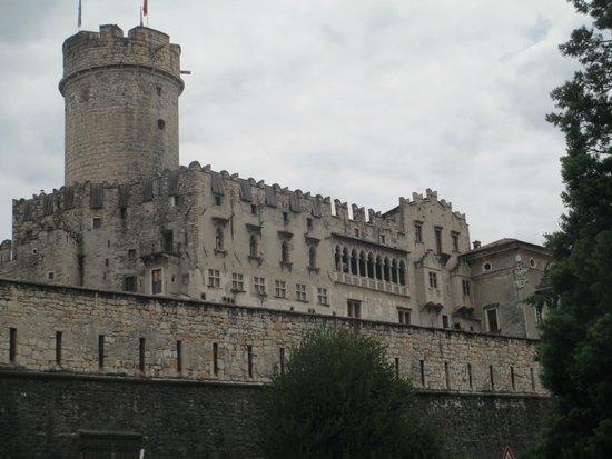 Castello del Buonconsiglio Monumenti e Collezioni Provinciali: Buonconsiglio da fuori