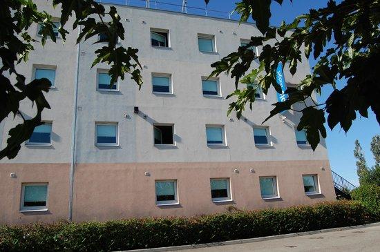 Ibis Budget Marseille Vitrolles : Vue du parking
