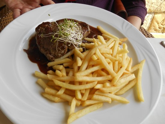 Przegorzaly Castle: fillet with french fries