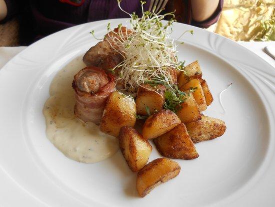 Przegorzaly Castle: pork medallions with roasted potato