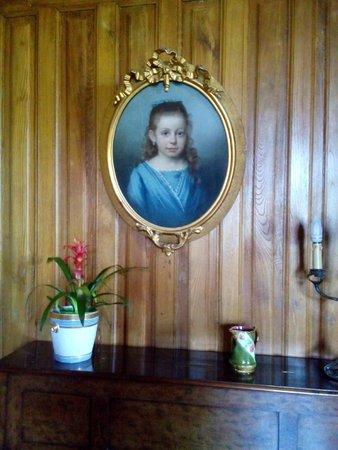 Château de La Côte : Об истории этого портрета и этой девочки остается только догадываться. А история наверняка есть!
