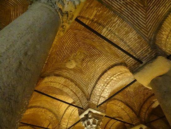 Citerne Basilique (Yerebatan Sarnıcı) : ドーム状の天井