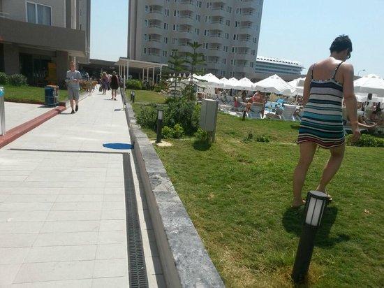 Grand Park Lara: Гуляем возле отеля