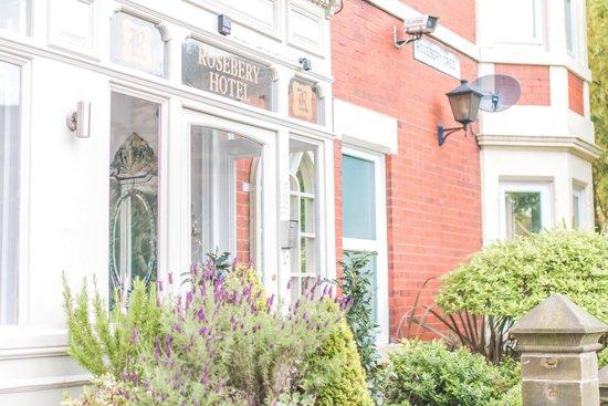 Rosebery Hotel: Entrance