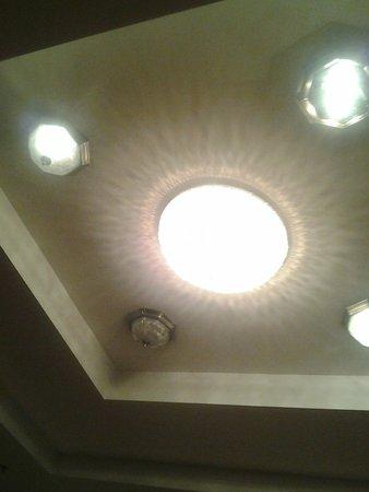 Best Western Commerce Inn: more burnt out lights