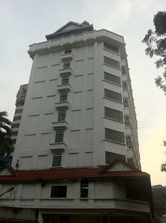 Hotel Sandakan: The right side of the hotel building