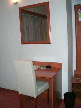 Hotel Neboder: habitacion