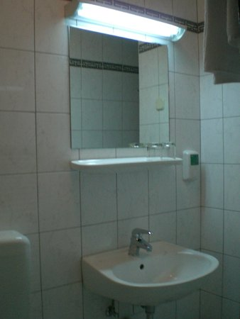Hotel Neboder: baño