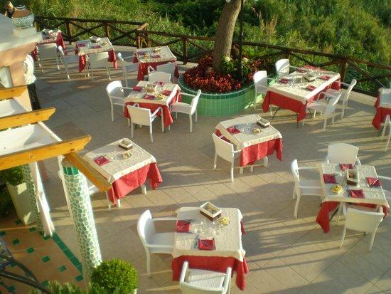 Villa Bianca : La terrazza pronta per la cena
