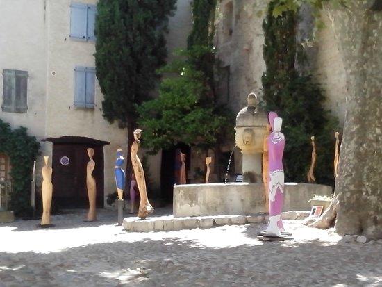 La Fête en Provence : place du vieux marché