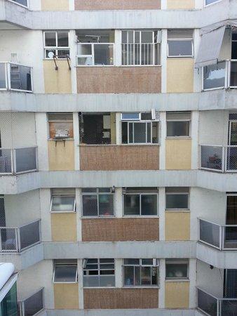 Quality Suítes Rio de Janeiro Botafogo: Vista frontal de janela da sala